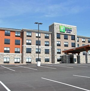 Holiday Inn Express & Suites Clarion, An Ihg Hotel photos Exterior