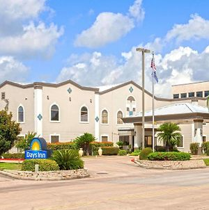 Days Inn & Suites By Wyndham Webster Nasa-Clearlake-Houston photos Exterior