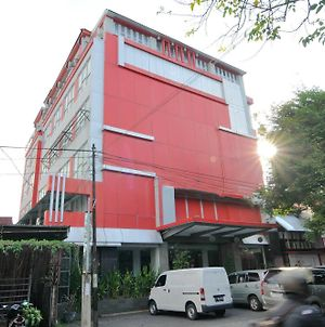 Airy Boulevard Piere Tendean Manado photos Exterior