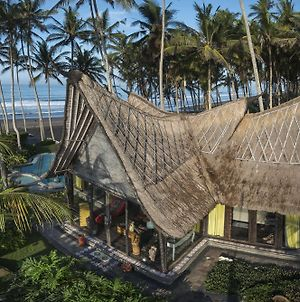 Absolute Beachfront Romantic Villa Laut photos Exterior