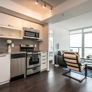 Life Suites Soho 2 Bed 2 Bath Cn Tower View photos Exterior