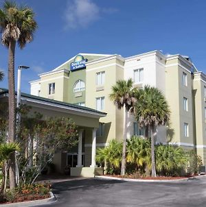 Days Inn & Suites By Wyndham Fort Pierce I-95 photos Exterior