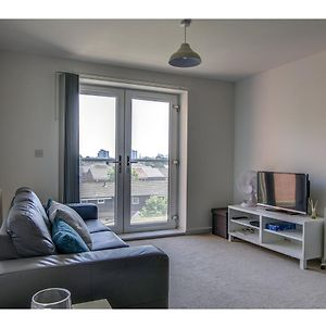 Large, Spacious And Modern Apt For 4 In Manchester photos Exterior