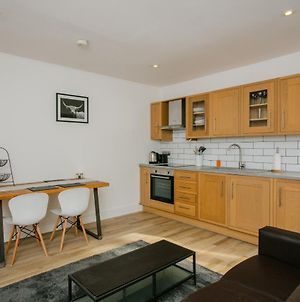 Modern 1 Bedroom Apartment In Wandsworth Road photos Exterior