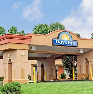 Days Inn By Wyndham Durham/Near Duke University photos Exterior