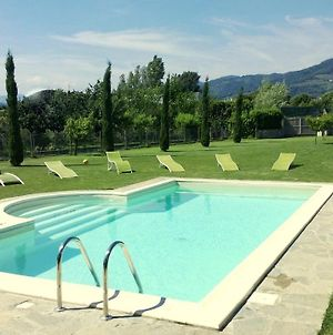 Villa In Lucca Placed In A Residential Area All Services Nearby photos Exterior