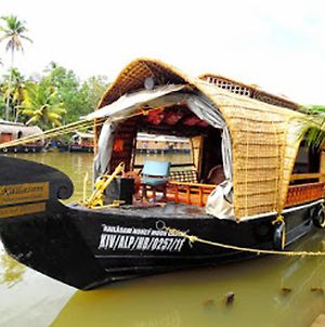 Houseboat Cruise In The Backwaters Of Kerala. photos Exterior