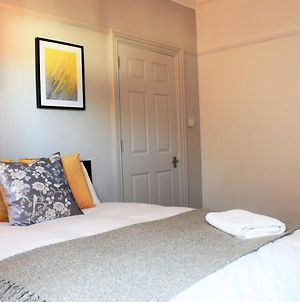 Spacious Contractor House For Large Groups - Parking Available By Sussex Short Lets photos Exterior