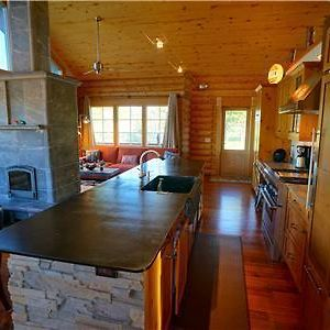 Steamboat Log Cabin Rental photos Exterior