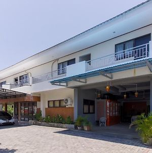 Reddoorz Near Sam Ratulangi Airport photos Exterior