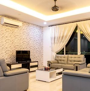 Meridian Sunset Suite By D Imperio Homestay photos Exterior