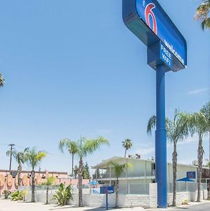 Motel 6 Bakersfield photos Exterior