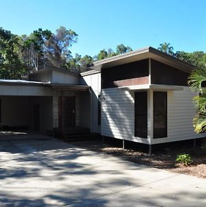 12 Satinwood Drive - Family Home With Swimming Pool Located In Natural Bushland And Close To Beach photos Exterior
