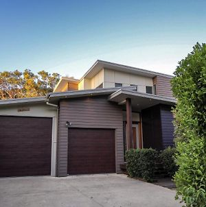 17 Naiad Court - Modern, Open Plan Family Home With Covered Outdoor Area And Double Lock-Up Garage photos Exterior