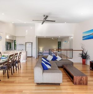 Unit 1 Rainbow Surf - Modern, Two Storey Townhouse With Large Shared Pool, Close To Beach And Shop photos Exterior