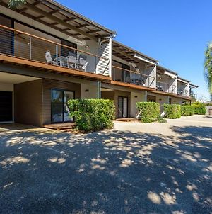 Unit 2 Rainbow Surf - Modern, Double Storey Townhouse With Large Shared Pool, Close To Beach And Shops photos Exterior