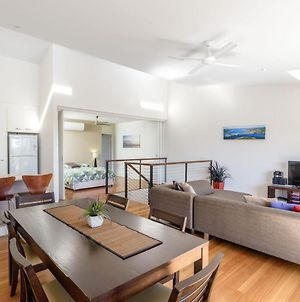 Unit 4 Rainbow Surf - Modern, Double Storey Townhouse With Large Shared Pool, Close To Beach And Shop photos Exterior