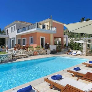 Lygia Villa Sleeps 8 Pool Air Con Wifi photos Exterior