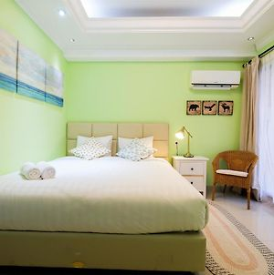 Studio Apartment At Atria Residences Near Summarecon Mall Serpong By Travelio photos Exterior