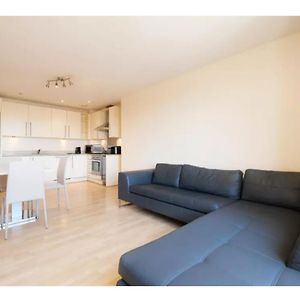 Bright And Spacious 2-Bedroom Flat, Sleeps 4 photos Exterior