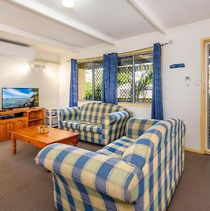 Pet Friendly Cottage In The Heart Of Bribie - Wirraway St, Bongaree photos Exterior