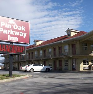 Pin Oak Parkway Inn photos Exterior