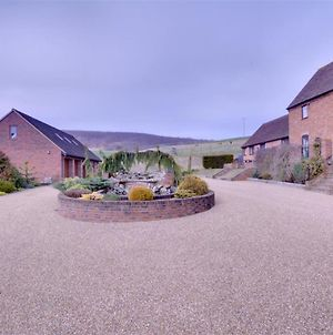 Quaint Holiday Home In Boughton Lees Kent With Courtyard photos Exterior