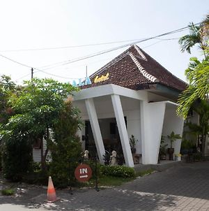 Reddoorz Plus Near Mall Roxy Banyuwangi photos Exterior