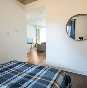 Sunny Apartment In Quartiers Des Spectacles !!! photos Exterior