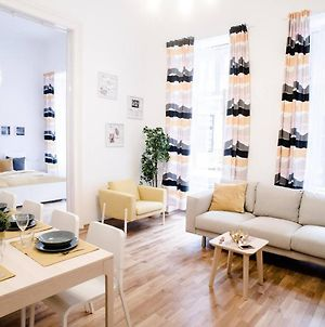 Huge Central Apartment For 8 People photos Exterior