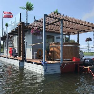Houseboat On The Water photos Exterior