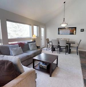 Creekside 2 Bed East Vail Condo #1D. Hot Tub Market Shuttle. photos Exterior