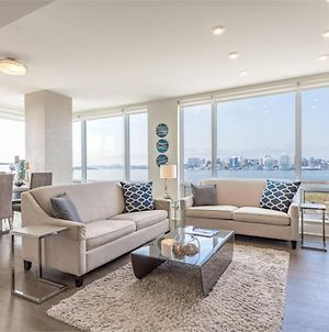 Elegant Condo With Million Dollar View And Parking photos Exterior