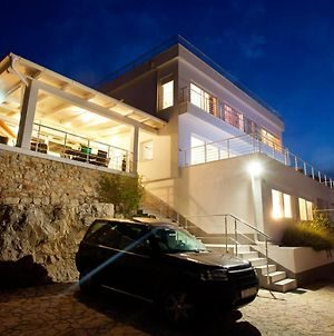 Luxury Villa With A Swimming Pool Vis - 8922 photos Exterior