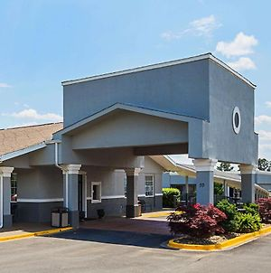 Quality Inn & Suites Greenville - Haywood Mall photos Exterior