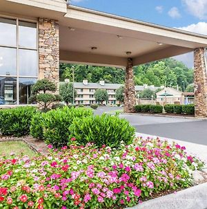 Quality Inn & Suites At Dollywood Lane photos Exterior