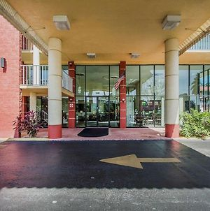 Quality Inn & Suites At Tropicana Field photos Exterior