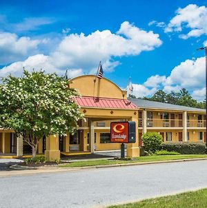 Econo Lodge Inn & Suites At Fort Benning photos Exterior