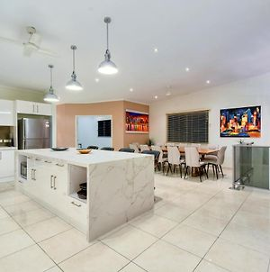 Luxury Darwin City Lights Jacuzzi Central Location Large House New Furnishings photos Exterior
