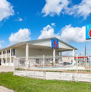Motel 6 Giddings Tx photos Exterior
