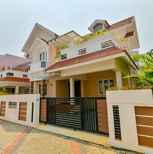 Oyo 23330 Home Luxury Stay Nettoor photos Exterior