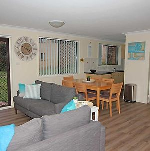 3 'Sharon Court' 11 Weatherly Close Great Unit So Close To The Water photos Exterior