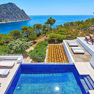 Cala Llonga Villa Sleeps 10 With Pool And Air Con photos Exterior