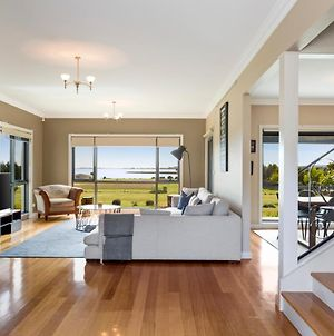 Luxury Waterfront Family Home-Tasmania photos Exterior