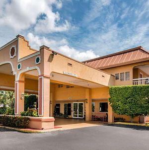 Quality Inn Sarasota North Near Lido Key Beach photos Exterior