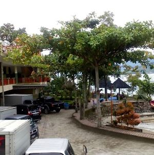 Pandu Lakeside Hotel Parapat photos Exterior