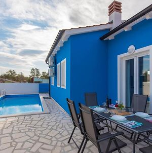 Blue Holiday House With Private Pool photos Exterior