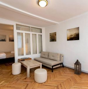 Wehost Apartment In The Heart Of Old Tbilisi photos Exterior