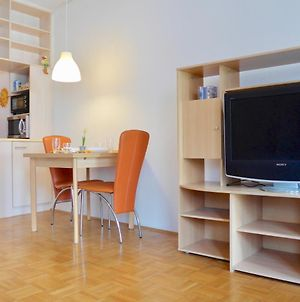 Sunny And Lively Apartment In City, Free Parking photos Exterior