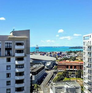 G 180 City Harbour View 2 Bedder X 2 Bath Apt photos Exterior